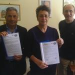 Firma del protocollo di intesa tra l'associazione Sant'Erasmo e l'Istituto Majorana. Da sinistra: Santi Gatto, Melchiorra Greco e Angelo Dolcemascolo